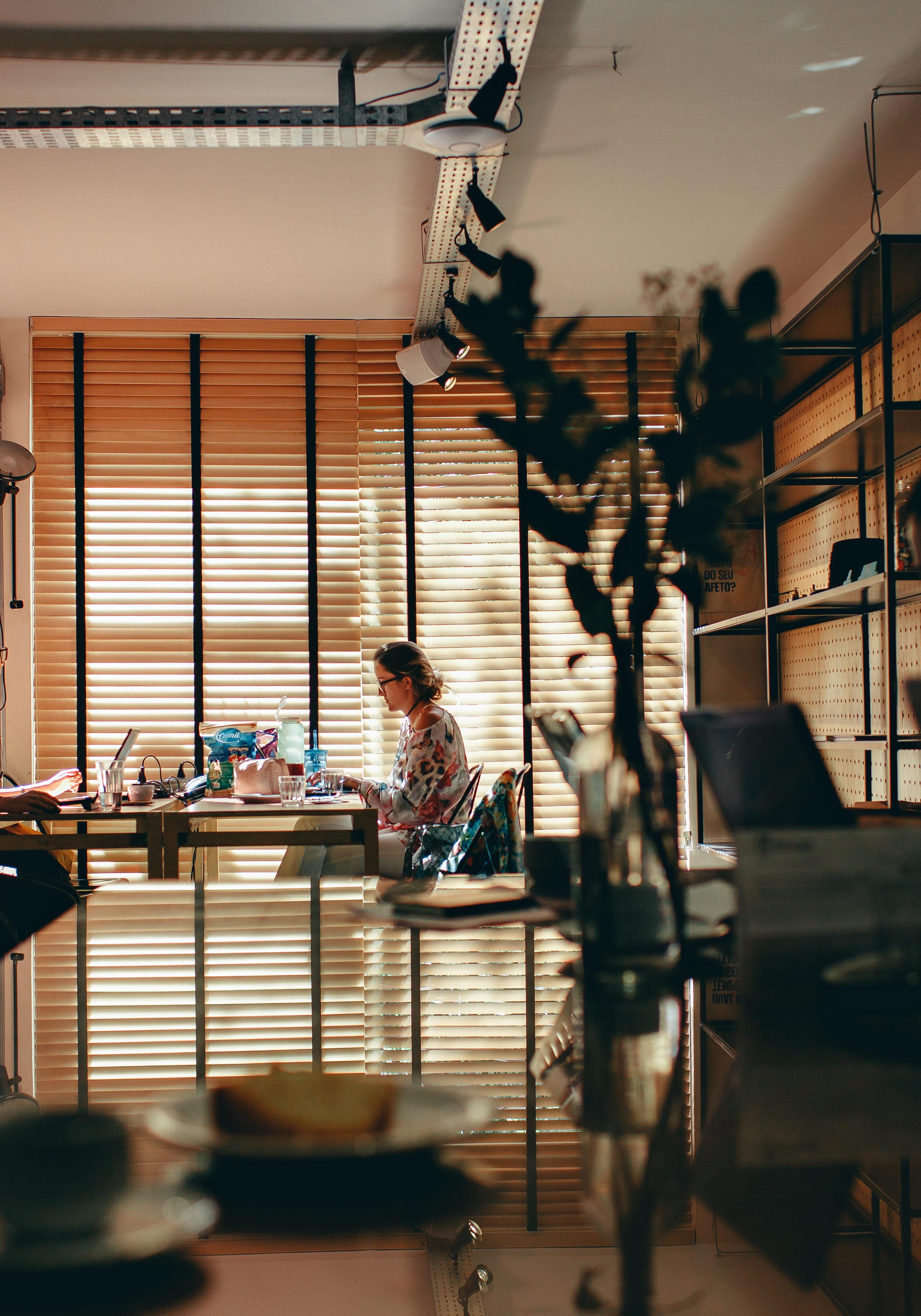 personas trabajando en oficina